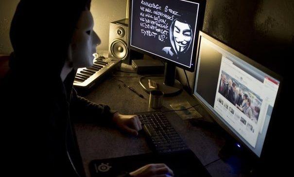 Anonymous s'attaque aux néo-nazis
