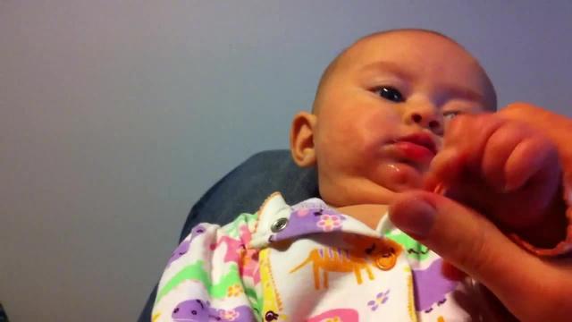 L'attaque d'un bébé zombie