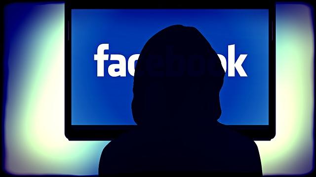Facebook : Il vaut mieux être raciste que montrer la photo d'un sein !