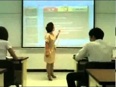 Une prof défonce le portable d'un élève