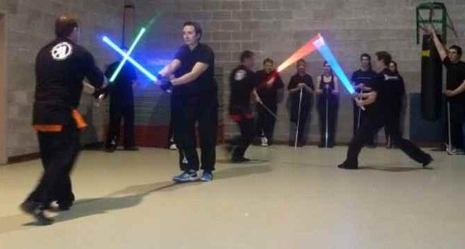 Une école en Belgique apprend le maniement du sabre-laser
