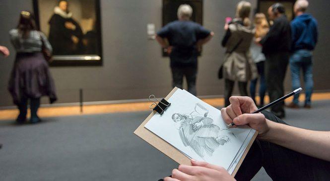 Un musée interdit les photos et propose à la place du papier et un crayon pour dessiner