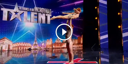Un duo surprenant d'acrobates finit presque à poil dans La France a un incroyable talent