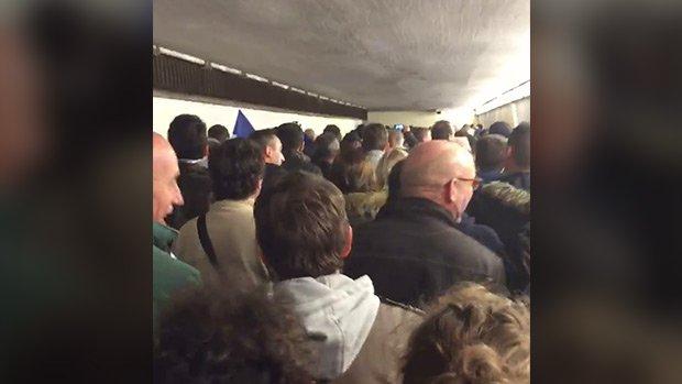 Attentat : Les supporters chantent La Marseillaise
