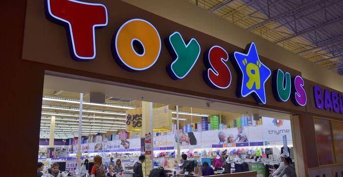 """Toys For Retirees : Toys """"r us retire les armes en plastique de ses magasins"""