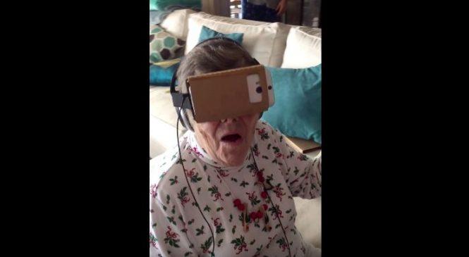 Une mamie découvre pour la première la réalité virtuelle
