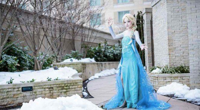 Ces deux fans de La Reine des neiges se transforment en leurs héroïnes préférées