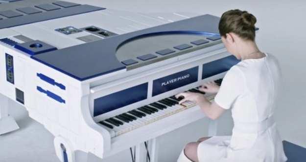 Elle joue un medley de «Star Wars» au piano