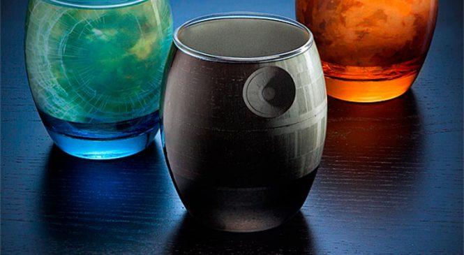 De jolis verres qui représentent les planètes de Star Wars