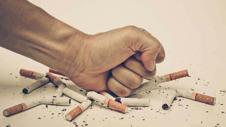 Comme il vaut mieux la femme enceinte cesser de fumer