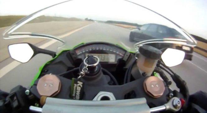 Une Kawasaki à 300km/h se fait dépasser par une Audi en Allemagne