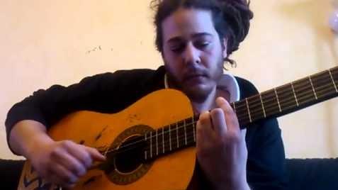 Il voulait faire une chanson d'amour pour sa copine