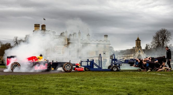 F1 Redbull Renault VS Une mêlée de Rugby