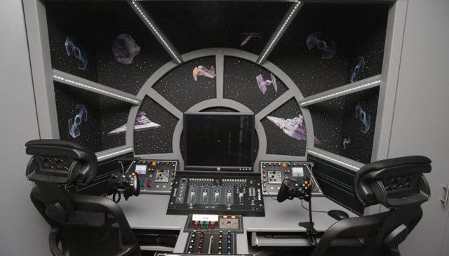Il transforme la chambre de ses enfants en cockpit du Faucon Millenium