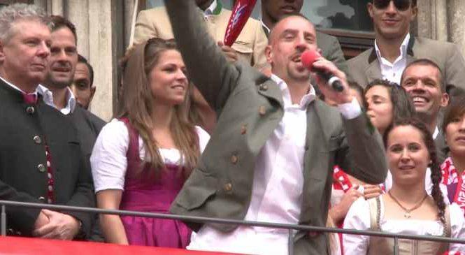 Franck Ribéry se tape un vent monumental en chantant « Les Champs-Elysées »