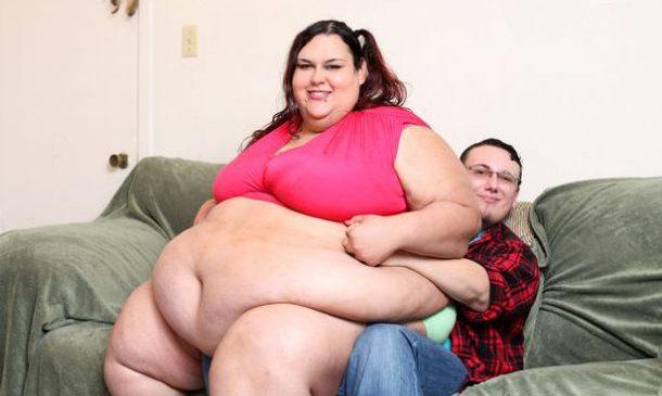 Nourrie à l'entonnoir, elle souhaite devenir la femme la plus grosse du monde