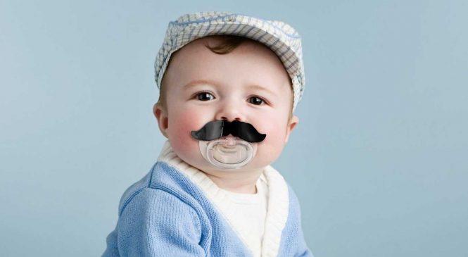 Transformez votre bébé en mafieux rital avec cette somptueuse tétine moustache