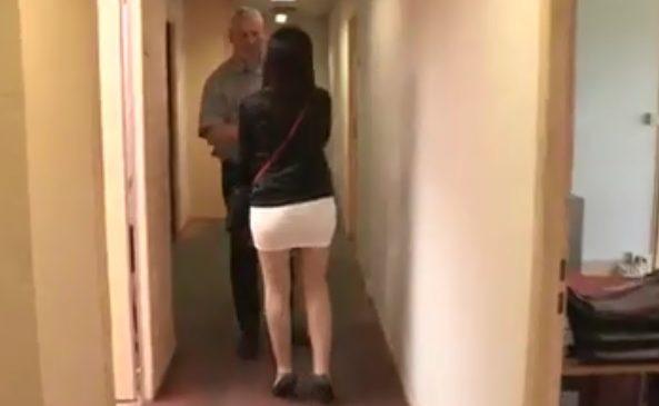 La tenue ultra-sexy d'une représentante de Pôle Emploi dans Capital fait réagir les internautes ! Regardez