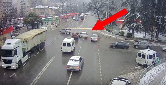 Une Lada éjecte son conducteur et se gare toute seule