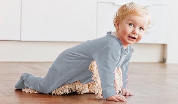 Le pyjama-serpillière pour que bébé fasse le ménage à votre place