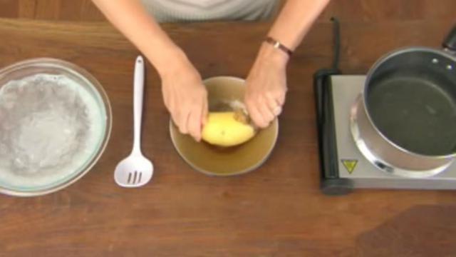 Une technique simple pour éplucher une pomme de terre