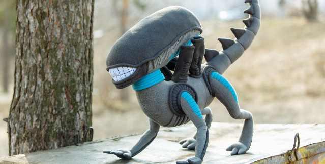 Alien : Une peluche du Xénomorphe, le monstre le plus flippant de l'histoire