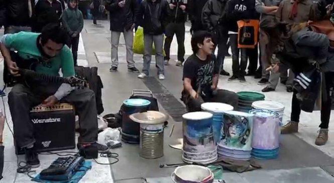 Ces artistes de rue n'ont quasiment pas d'instruments et pourtant ce qu'ils font est incroyable