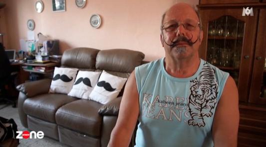 Il ne reconnaît plus sa femme et trouve que c'est une mocheté (vidéo)