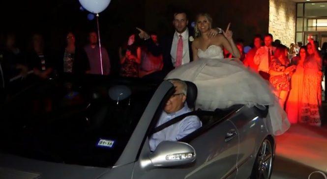 Deux mariés s'installent dans une voiture décapotable et ruinent leur mariage