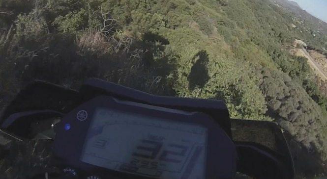 Un motard rate un virage et fait une chute de plus de 80 mètres