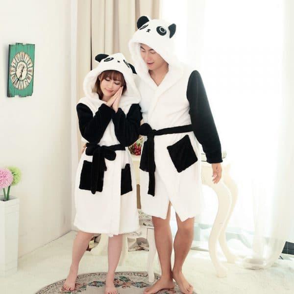 mignon le peignoir panda pour faire de jolis r ves. Black Bedroom Furniture Sets. Home Design Ideas