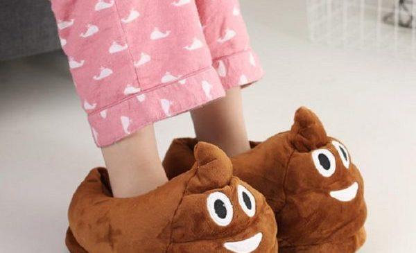 Des chaussons Emoji Caca (Poop) pour avoir la classe !