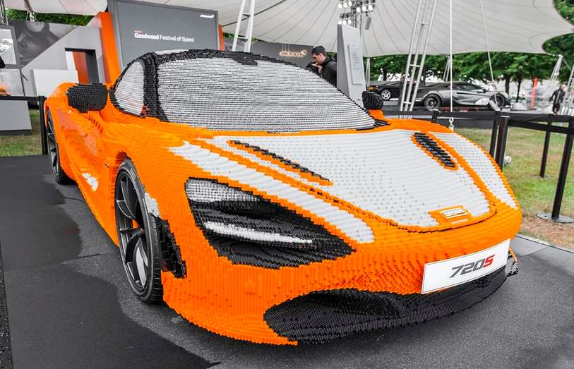 lego ils assemblent une mclaren 720s avec plus de 200 000 briques. Black Bedroom Furniture Sets. Home Design Ideas