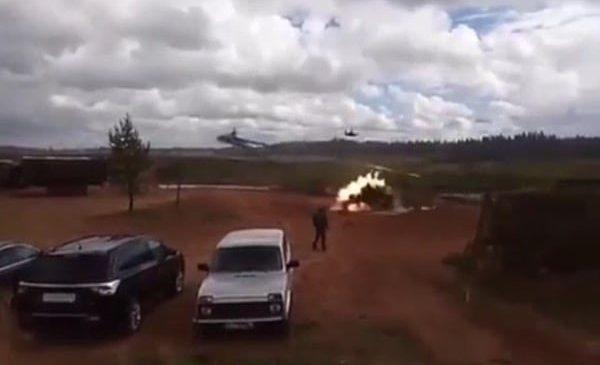 Un hélicoptère russe balance des missiles sur des civils par erreur