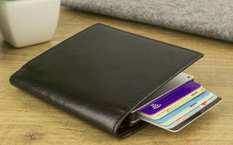 Les numéros de carte de crédit sont sacrés. Nous ne les donnerions jamais à  un étranger car nous risquerions d avoir une mauvaise surprise par la suite. de53c4a9143