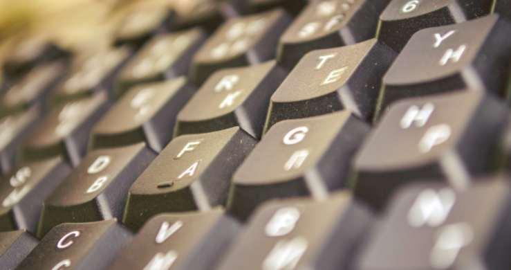 Comment nettoyer son clavier pc bureau ordinateur for Combien coute un nettoyage d ordinateur