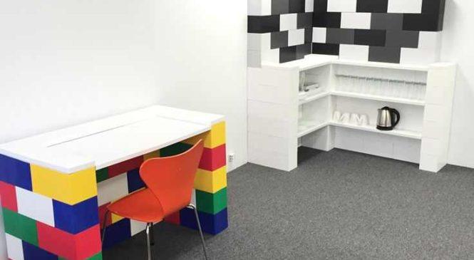 Créez les meubles que vous voulez avec des blocs LEGO géants