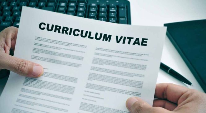 Comment dit-on CV en anglais ? La traduction et bien plus encore